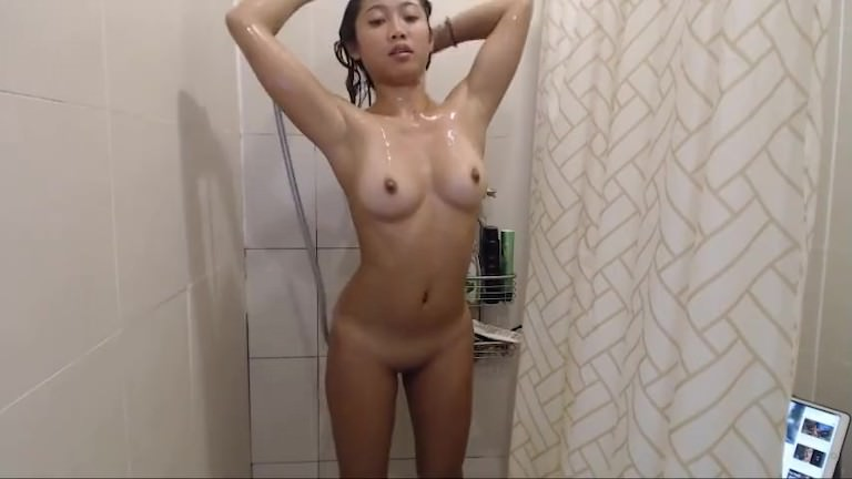 Japan Wet Babe Masturbate On Camshow