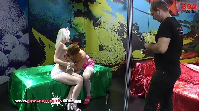 Sexy blonde Licks her her Girlfriend's Pussy clean While getting fucked