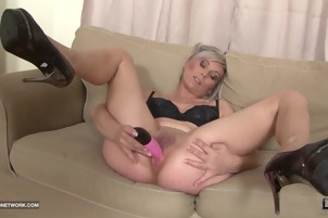 Black and White - BBC Cum drinking milf Likes big black cock