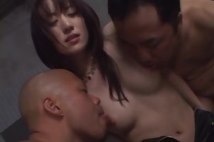Arisa Kanno blows two dicks in special amateur video