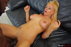 Curvy blonde knows how to work her hips when she is on a dick