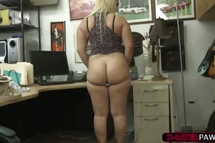 Fat ass and gorgeous Nina Kayy pawns a weapon and gets fucked