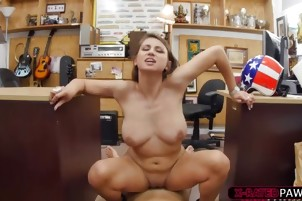 Babe with natural tits Ivy gets fucked