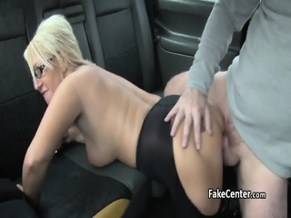 Taxi Driver Got Massage And Mature Pussy
