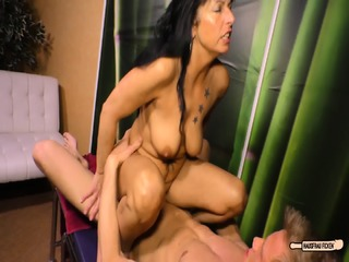 Hausfrau Ficken - Chubby German Housewife Enjoys A Hardcore Fuck Session And Gets Cum On Tits