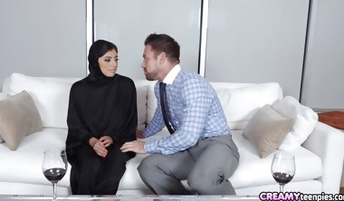 Beautiful Hijab Girl Gets Creampie