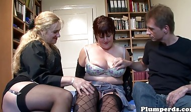 Stockinged plumpers pussylicking in bbw trio