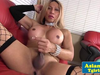 Shemale gets to wank her dick and cum strong