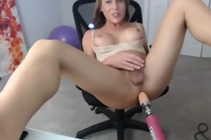 White Amateur tranny using am anal machine for her pleasure